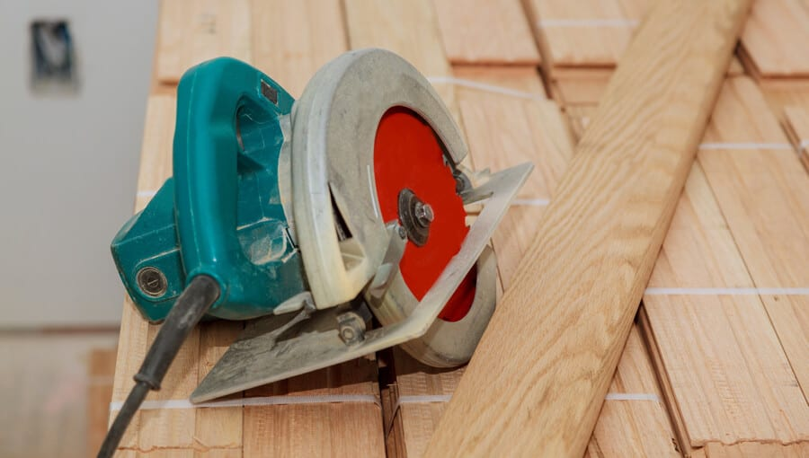 Circular saw that need to replace new blade.
