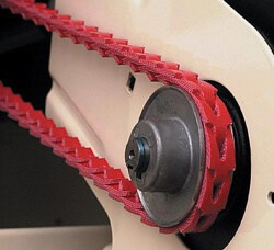 Link belt for vibration reduction on table saw.