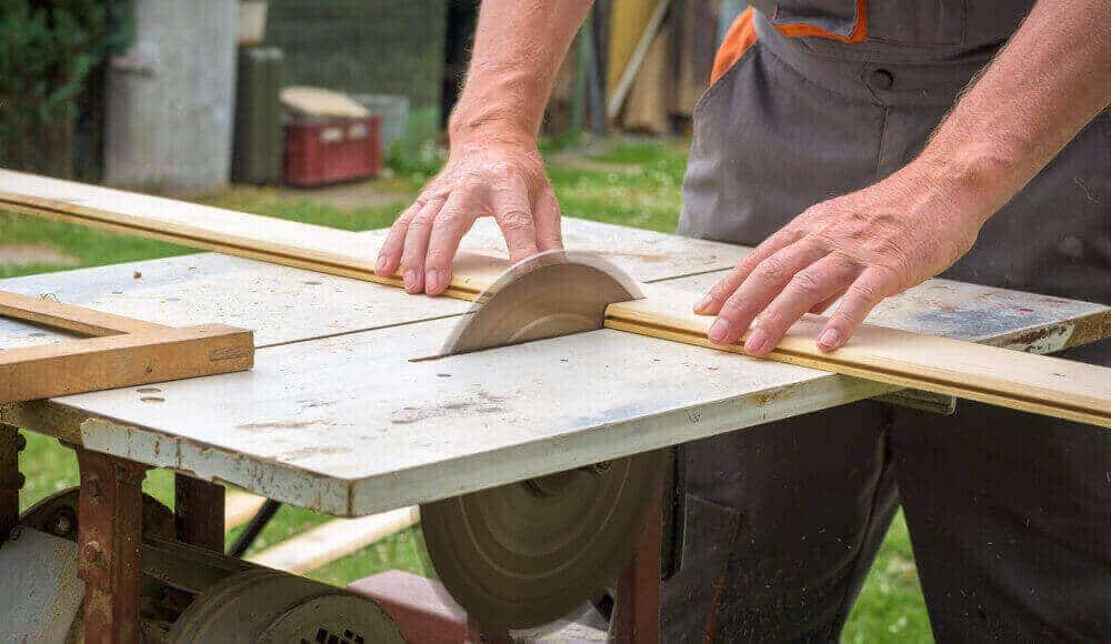 Sawing with no riving knife protection.