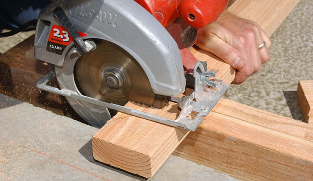 Use circular saw to cut 2x4 wood.